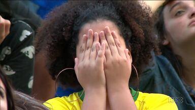 Torcida se desespera na Arena da Baixada - Brasil é eliminado pela Bélgica.