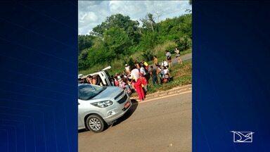 Ônibus tomba na BR-135, em São Luís - Veículo fazia uma viagem intermunicipal e tombou durante a tarde na saída da capital.