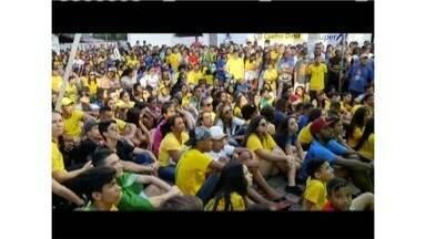 Com ruas e bares cheios, torcedores veem a seleção brasileira se despedir da Copa do Mundo - Em Governador Valadares, avenida recebeu grande público em uma estrutura montada especialmente para o jogo.