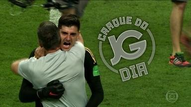 Com 2 m de altura, goleiro da Bélgica foi destaque no jogo contra o Brasil - Destaque da Bélgica na vitória sobre o Brasil entra para o Álbum do JG.