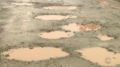 Motoristas reclamam de abandono e péssimas condições da ERS-420, em Aratiba - Assista ao vídeo.