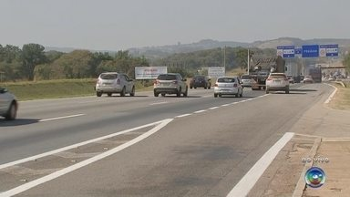 Rodovias das regiões de Sorocaba e Jundiaí registram movimento intenso neste feriado - As rodovias nas regiões de Sorocaba e Jundiaí registram movimento intenso nesta segunda-feira (9) por conta do feriado estadual.