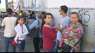 Programa social no Varadouro tem fila para retirar documentos de graça - Para retirar documentos no Programa Cidadão não é necessário agendar, como nas Casas da Cidadania, mas é preciso enfrentar fila.