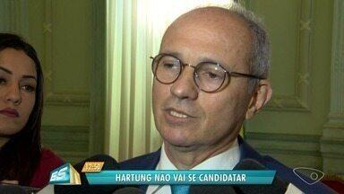 """Paulo Hartung diz que não vai disputar reeleição ao governo do ES - Informação foi divulgada nesta segunda-feira (9). Em nota, Hartung disse que é a """"hora de passar o bastão"""" e não manifestou apoio político a nenhum pré-candidato."""