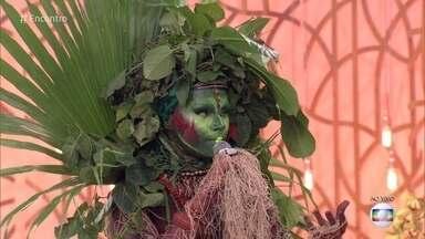 Biólogo criou personagem para ensinar sobre meio ambiente - A drag queen Uýra, personagem de Emerson, usa elementos da natureza para criar seus figurinos e levar a conscientização ambiental para crianças