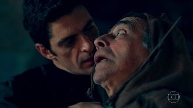 Aires ameaça Enoque - Enoque tenta enrolar, mas Aires coloca a faca em seu pescoço como ameaça