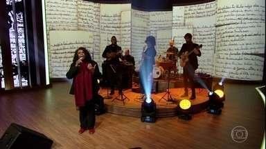 """Zezé Motta canta """"Senhora Liberdade"""" - Atriz é uma das maiores intérpretes de Carolina de Jesus"""