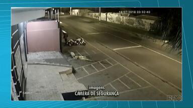 Homem é preso depois de furtar moto no Jardim Carvalho, em Ponta Grossa - Ele levou a moto que estava estacionada mas foi encontrado pela Guarda Municipal logo depois.