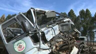 Acidente entre dois caminhões deixa ferido e interdição em rodovia de Mogi Mirim - Colisão ocorreu na manhã desta quarta-feira (25) na SP-340. Interdição durou cerca de uma hora.