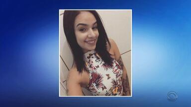 Jovem que mora em Foz desaparece após se recuperar de cirurgia no Paraguai - Aline Pereira da Silva está desaparecida desde o dia 13 de julho; segundo a amiga, ela estava se recuperando de uma cirurgia de implante de silicone.