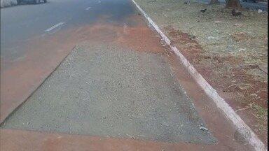 Prefeitura conserta buraco na Avenida René Oliva Strang em Ribeirão Preto, SP - Após três meses da denúncia do quadro 'Até Quando?', cratera sinalizada com sofá foi fechada.