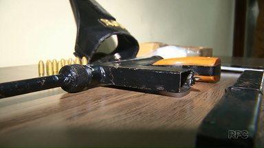 Polícia investiga fabricação de armas artesanais no Norte do Paraná - Especialistas estariam transformando pistolas em submetralhadoras.