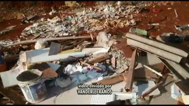 Telespectador envia vídeo de entulho descartado irregularmente no Jardim Campos Elíseos - A prefeitura informou que a limpeza será realizada nesta sexta-feira (27).