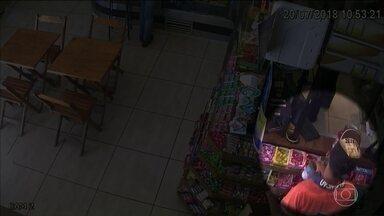 Ladrões furtam doações para o Hospital do Câncer de Londrina - Imagens de câmeras de vigilância mostram a ação dos ladrões