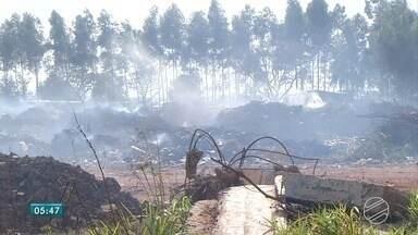 Moradores de Ponta Porã reclamam de lixão a céu aberto - A situação está bastante crítica. O que era ruim ficou pior. Além do lixo, agora há fogo e fumaça.