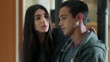 Pérola conversa com Márcio sobre o namoro de Rafael e Gabriela - Ela pede que Márcio aceite o relacionamento do pai e relembra a história deles