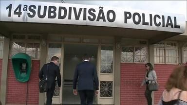 Pai de advogada morta ao cair de prédio reforça suspeita contra marido - Tatiane Spitzner morreu ao cair do quarto do andar do prédio onde morava em Guarapuava (PR). Marido está preso.