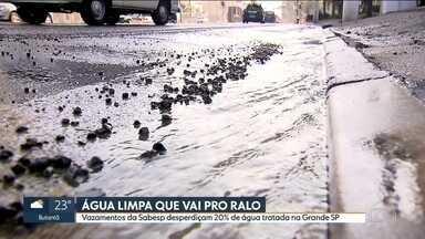 Vazamentos da Sabesp desperdiçam 20% de água tratada na Grande SP - A última pesquisa do Instituto Trata Brasil mostra que o índice de perda de água da Sabesp na capital foi de mais de 30% entre 2011 e 2016, ou seja, antes e durante a crise de abastecimento.
