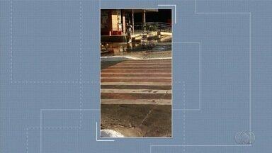 Telespectador denuncia desperdício de água na lavagem de calçadas em Goiânia - Paulo Reis ficou indignado com a falta de consciência ambiental.