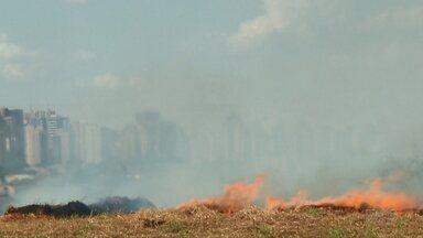 Londrina vai ganhar caminhão preparado para combater incêndios ambientais - O aumento dos incêndios ambientais levou os bombeiros de Londrina a reforçar a estrutura.