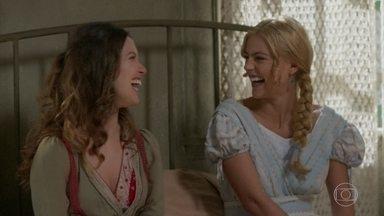 Elisabeta comemora a notícia de jornal sobre Susana - Ludmila e Ema correm para a loja de vestidos