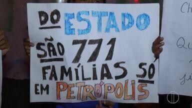 Moradores do aluguel social protestam em Petrópolis, no RJ - Assista a seguir.