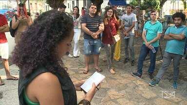Novos escritores surgem no Centro Histórico de São Luís - Em um cantinho da Praça Nauro Machado escritores de todas as idades se encontram para escrever versos e poesias.