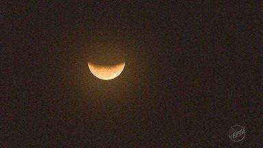Eclipse da lua mais longo do século ficou na expectativa em Ribeirão Preto, SP - O tempo total da chamada lua de sangue durou uma 1h40 e não foi possível visualizá-la na região.