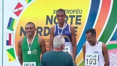 Ubiratan dos Santos vence prova de atletismo dos 5 mil m do N/NE da categoria - No Recife, equipe pernambucana levou 49 medalhas e sagrou-se campeã geral do evento