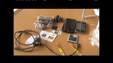 Drone com drogas e celulares é apreendido sobrevoando penitenciária de Ipaba - Equipamento se aproximava de um dos pavilhões da unidade prisional quando foi atingido por disparo de agente penitenciário; aparelho também transportava pequenas serras.