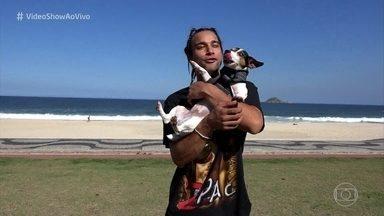 Pablo Morais apresentam seus cães - Ator tem dois cachorros da raça Jack Russel e conta que se sente um pai solteiro com filhos