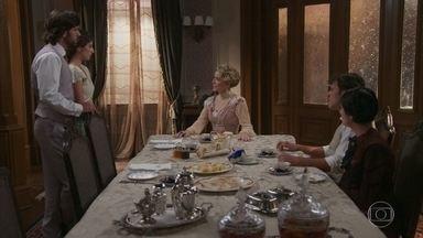 Josephine se faz de vítima e tenta desmoralizar Cecília - A loira acusa Cecília de querer difamá-la para os filhos. Edmundo defende a mãe