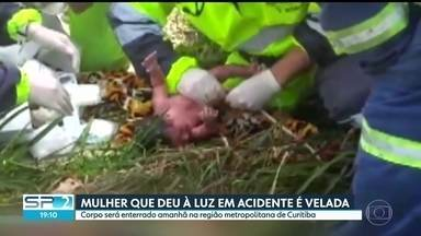 Mulher que deu à luz em acidente é velada no Paraná - Ela estava gravida de 9 meses quando sofreu o acidente. A criança teve alta do hospital.