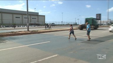 Pedestres enfrentam dificuldades para atravessar ruas em São Luís - De acordo com a lei, no trânsito eles são preferência. Mas na prática, atravessar ruas e grandes Avenidas de São Luís é verdadeiro desafio.
