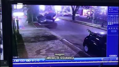 Mulher é presa por embriaguez ao volante após acidente no centro de Campo Mourão - Ela bateu em carros que estavam estacionados