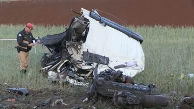 Acidente entre Maringá e Iguaraçu deixa uma pessoa morta - A batida foi na BR317.