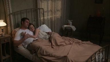 Elisabeta e Darcy passam a noite juntos - Os dois conversam sobre a situação de Charlotte e comemoram o fato de estarem vivendo um grande amor
