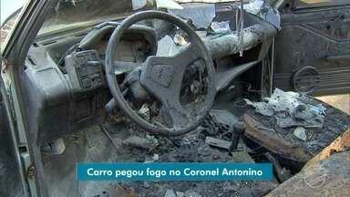 Carro pega fogo no bairro Coronel Antonino - Veículo pegou fogo na manhã desta sexta-feira, em Campo Grande.