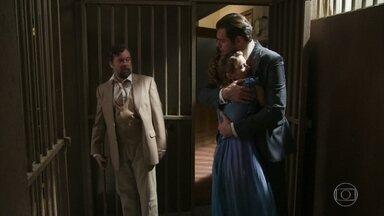 Darcy busca Charlotte na cadeia - Ela conta para o irmão, Camilo e Elisabeta que Olegário lhe disse umas coisas esquisitas e está preocupada com ele