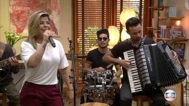 Paula Mattos abre o 'É de Casa' deste sábado - Ela canta 'Em matéria de amor'