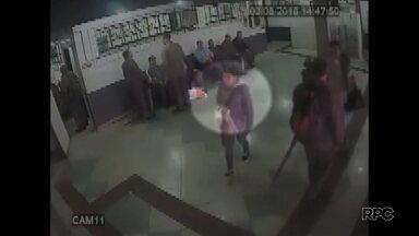 Avançam as investigações do recém-nascido encontrado em lixeira do terminal de Londrina - A polícia analisou as imagens das câmeras de segurança e já tem uma suspeita.