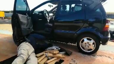 PRF apreende maconha em fundo falso de carro na BR-277 - O motorista foi preso.