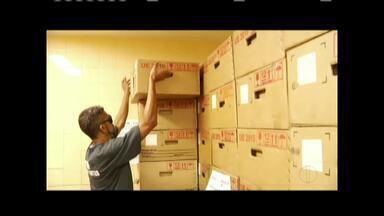 Chegaram nesta quarta-feira (8) as urnas que serão usadas em Governador Valadares - Equipamentos foram entregues no cartório eleitoral.