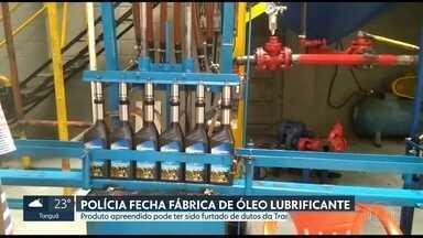 Polícia interdita fábrica clandestina de óleo lubrificante em Duque de Caxias - Investigadores apuram se fraude tem relação com furtos de petróleo em dutos da Transpetro