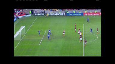 Cruzeiro vence o Flamengo e abre vantagem por vaga na próxima fase da Libertadores - Equipe celeste venceu por 2 a 0.