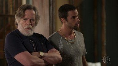 Dodô repreende Tomé por não conseguir separar Gorete de Clóvis - O rapaz tenta seduzir Gorete, mas ela se esquiva
