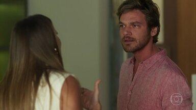 Beto enfrenta Karola para defender Luzia - A esposa do cantor afirma que ele está caindo em um golpe da rival