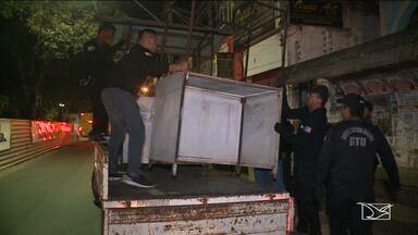 Operação da Blitz Urbana retira vendedores ambulantes de praça em São Luís - Operação que foi realizada na quinta-feira (9) retirou os vendedores de lugares não permitidos na Praça Deodoro.
