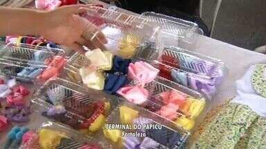Artesões expoem seus produtos em feira dentro do Terminal do Papicu - Saiba mais em g1.com.br/ce