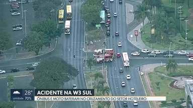 Motociclista fica ferido em acidente na Asa Sul - Ônibus e carro bateram em cruzamento da W3 com Setor Hoteleiro Sul. Motociclista foi atendido pelos Bombeiros e levado para o Hospital de Base.